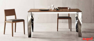 Extending dining table with chromed steel legs